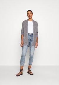 Abercrombie & Fitch - Slim fit jeans - medium destroy - 1