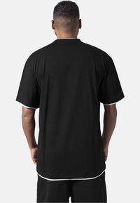 Urban Classics - T-shirt - bas - black,white - 1