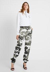 Missguided Tall - CAMO CARGO TROUSERS - Pantalon classique - grey - 1