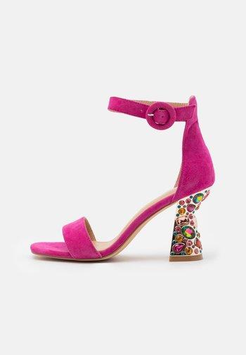 Sandals - fuxia