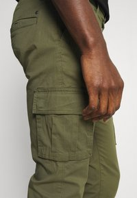 Solid - TRUC CARGO FIRM WAIST - Cargo trousers - ivy green - 3