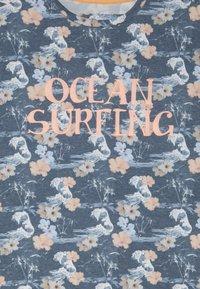 Blue Effect - BOYS OCEAN SURFING - Triko spotiskem - blue - 3