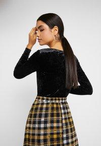 Monki - EIRA BODY - Långärmad tröja - crushed black - 2