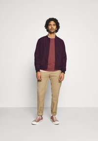 Burton Menswear London - CORE MILITARY - Bomber Jacket - burgundy - 1