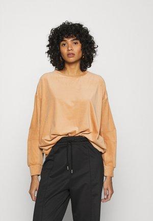 ONLAZZA - Sweatshirt - camel