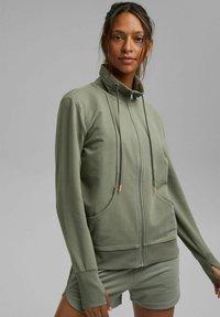Esprit - MIT HOHEM KRAGEN - Zip-up sweatshirt - light khaki - 0