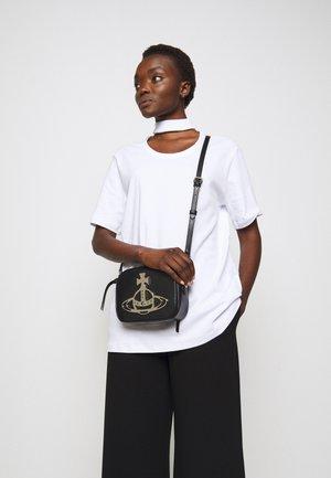 ANNA CAMERA BAG - Across body bag - black