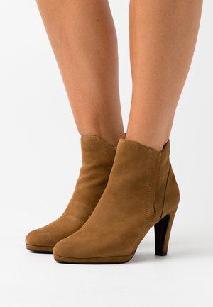 High heeled ankle boots - wood