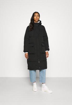 JAC LONG JACKET - Down coat - true black