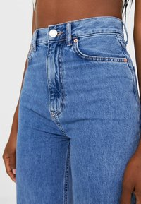Stradivarius - Flared jeans - blue - 3
