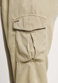 Pepe Jeans - JYNX - Cargo trousers - thyme - 5