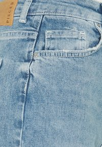 Pieces - PCLEAH MOM - Jeans relaxed fit - light blue denim - 5