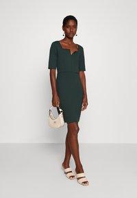 Anna Field - Pouzdrové šaty - scarab - 1