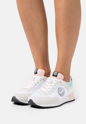 TRAVIS MELLOW - Zapatillas - white/light pink/water green