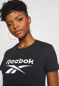 Reebok Classic - BIG LOGO TEE - T-shirt imprimé - black - 5