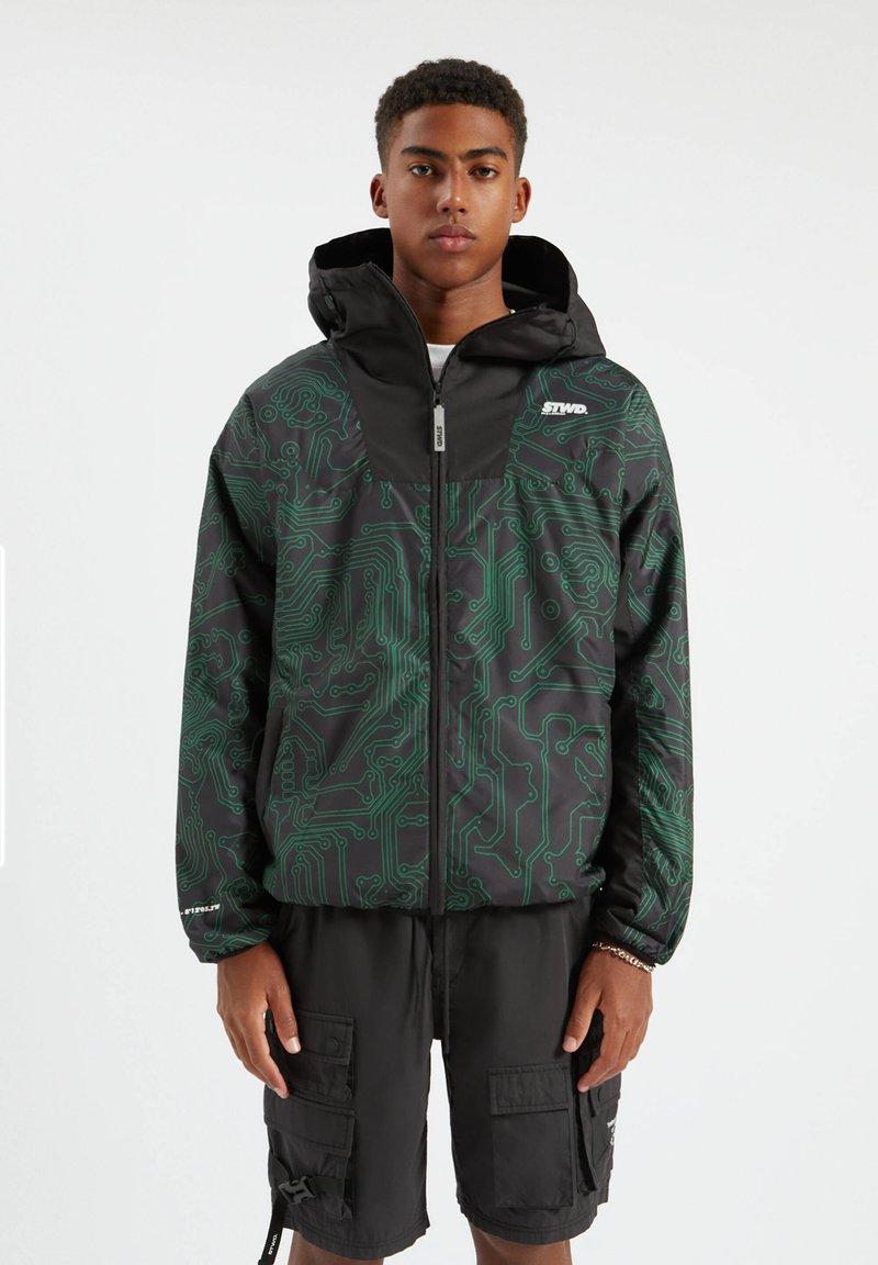 PULL&BEAR - Lehká bunda - mottled dark green