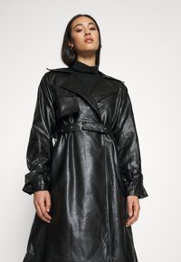 NA-KD - COAT - Trenchcoat - black - 3
