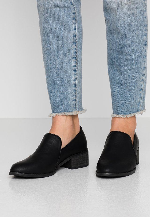 CASTELNEAU VEGAN  - Classic heels - black