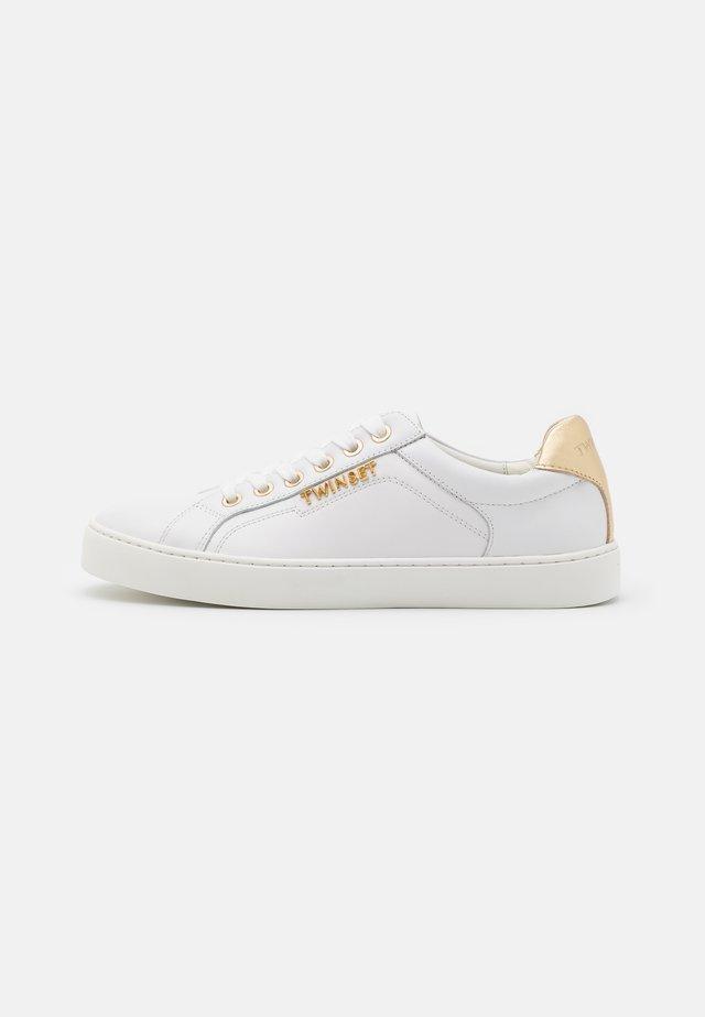 BASSA IN PELLE LOGATA - Sneakers laag - bianco ottico