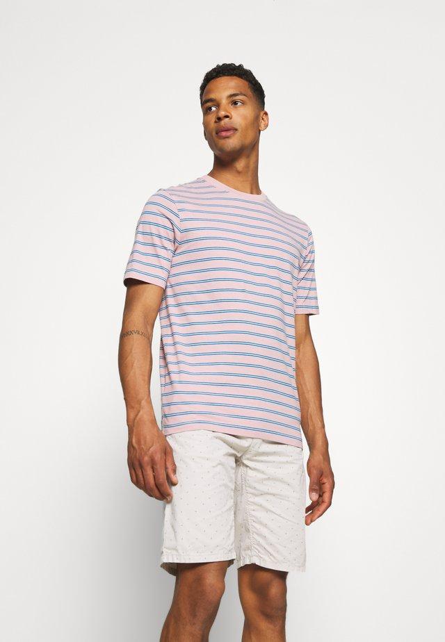 CLASSIC PATTERNED CREWNECK - T-shirt imprimé - salmon/blue