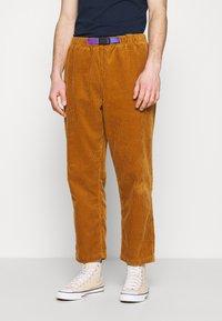Converse - TRAIL PANT - Trousers - dark soba - 0