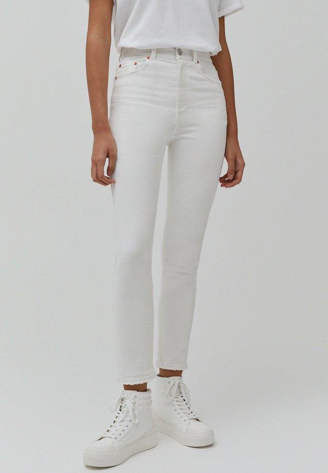 MIT SEHR HOHEM BUND - Jean slim - white