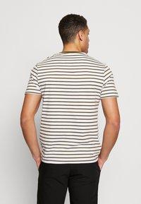 Lyle & Scott - BRETON STRIPE  - Print T-shirt - lichen green/ white - 2
