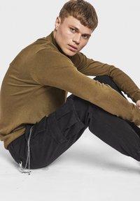 Redefined Rebel - MILTON - Pantalon cargo - black - 3
