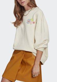 adidas Originals - ADICOLOR ESSENTIALS SWEATSHIRT - Sweatshirt - white - 3