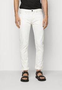Emporio Armani - 5 POCKETS PANT - Džíny Slim Fit - white - 0