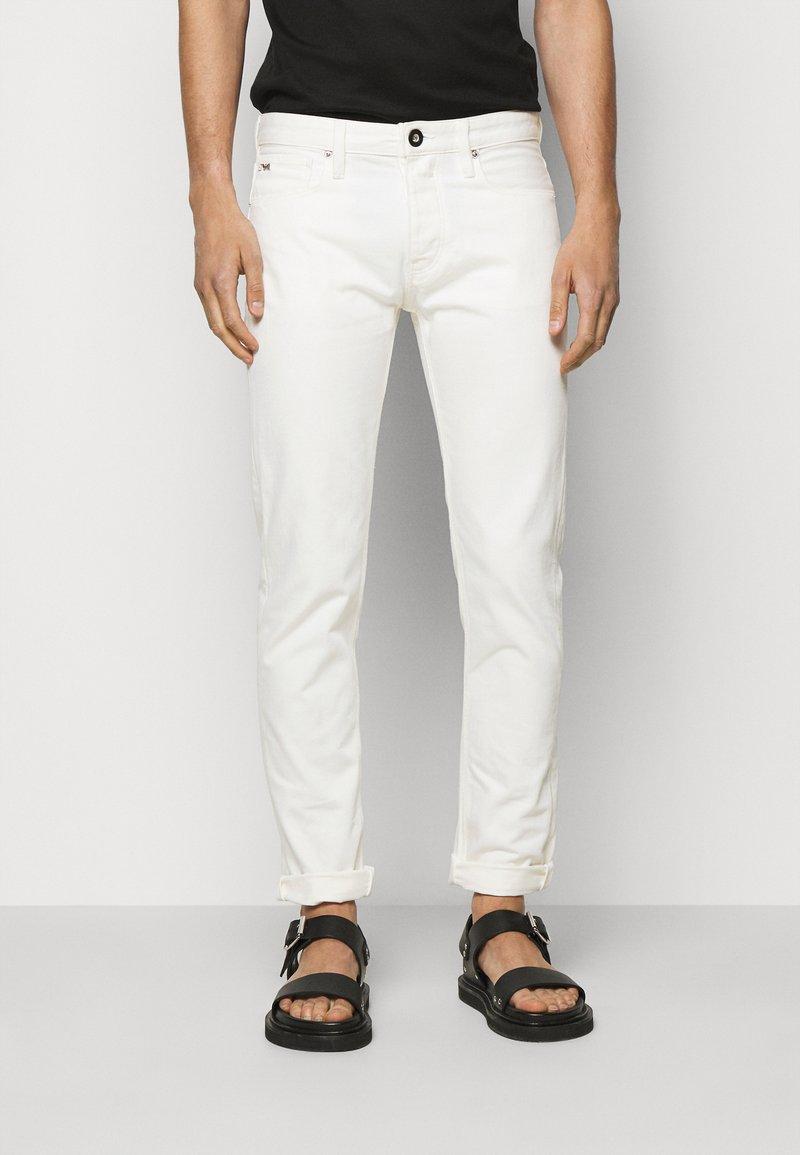 Emporio Armani - 5 POCKETS PANT - Džíny Slim Fit - white
