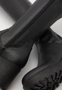Monki - AMOSHI BOOT VEGAN - Overknee laarzen - black - 5