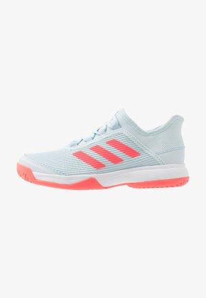 ADIZERO CLUB - Tennissko til grusbane - sky tint/signal pink/footwear white
