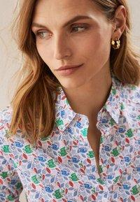 Boden - DAS NEW CLASSIC - Button-down blouse - naturweiß, vogelmuster - 0