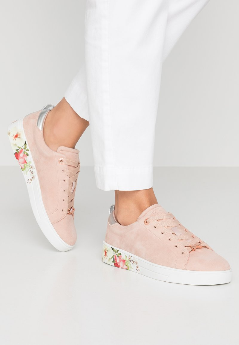Ted Baker - ROULLYS - Trainers - nude/mint choc chip