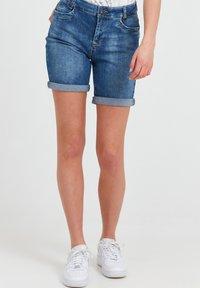 PULZ - Denim shorts - light blue denim - 0