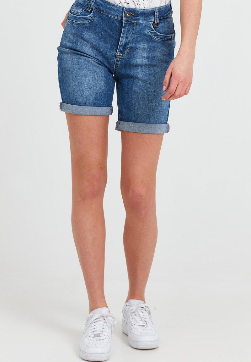 PULZ - Denim shorts - light blue denim
