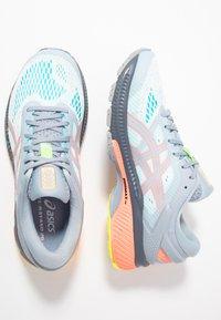 ASICS - GEL-KAYANO 26 LS - Zapatillas de running neutras - piedmont grey/sun coral - 1