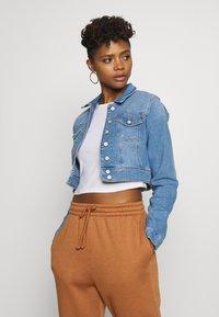 ONLY - ONLNEW WESTA CROPPED JACKET - Denim jacket - light blue denim - 0