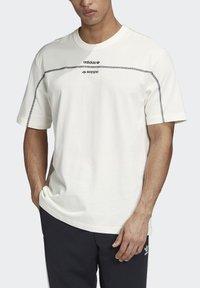 adidas Originals - R.Y.V. T-SHIRT - Print T-shirt - white - 4
