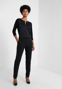 HUGO - THE CROPPED TROUSER - Pantalones - black - 1