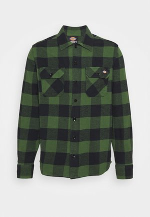 NEW SACRAMENTO - Shirt - pine green