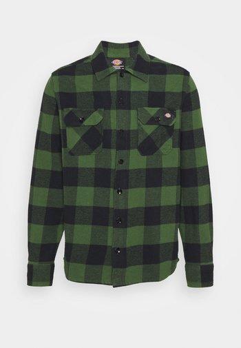 NEW SACRAMENTO - Shirt - pine green