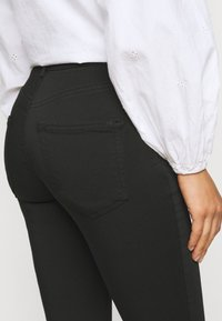 Vero Moda Petite - VMLUX SUPER - Slim fit jeans - black - 3