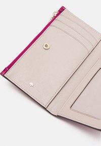 kate spade new york - SMALL SLIM BIFOLD WALLET - Wallet - metallic rhododendron - 5