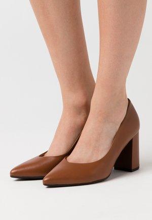 LYNSEY - Classic heels - peanut mellow