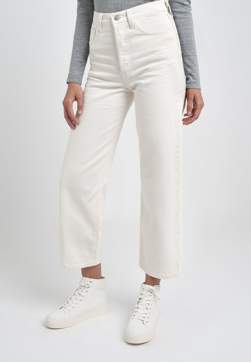 Levi's® - RIBCAGE - Džíny Straight Fit - cream/off-white