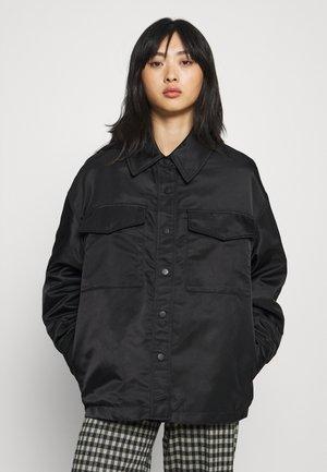JOLINE SHACKET - Krátký kabát - black