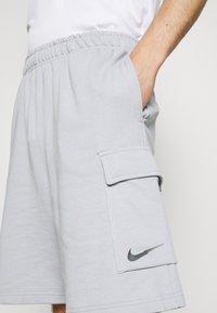 Nike Sportswear - ZIGZAG - Shorts - wolf grey - 3