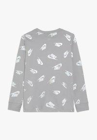 Nike Sportswear - WINTERIZED - Långärmad tröja - atmosphere grey - 1